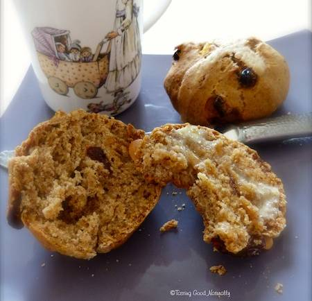 Tasting Good Naturally : Hot Cross Buns