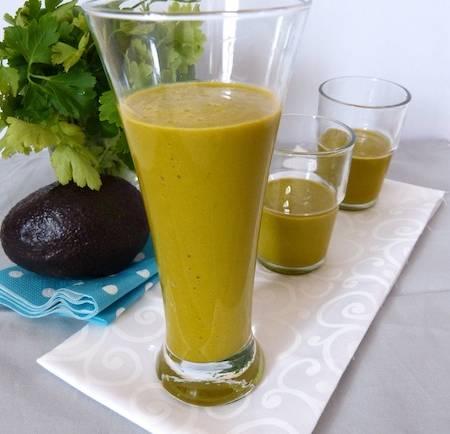 Smoothie d'avocat au jus de carottes et brocolis – végétalien –