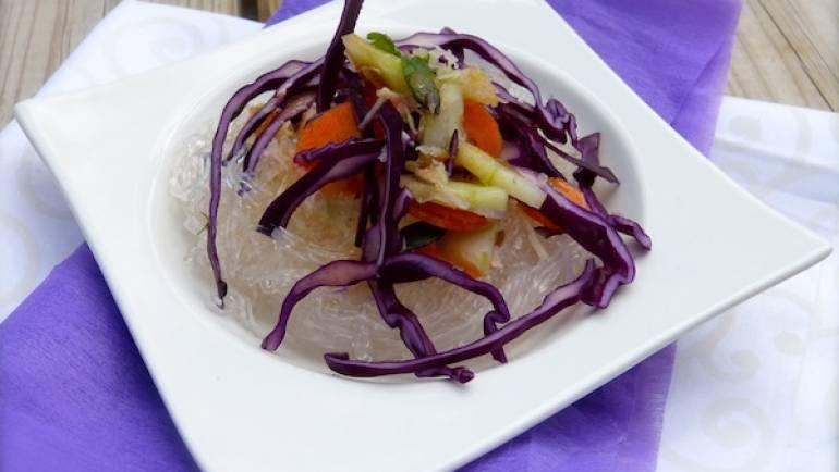 Salade de crudités et nouilles de riz – végétalien