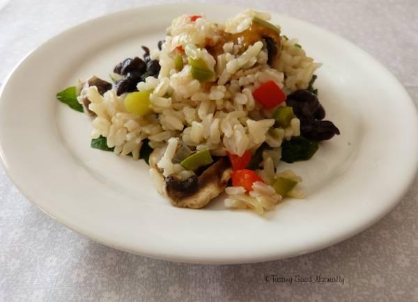 Épinards aux haricots noirs et riz complet – Végétalien