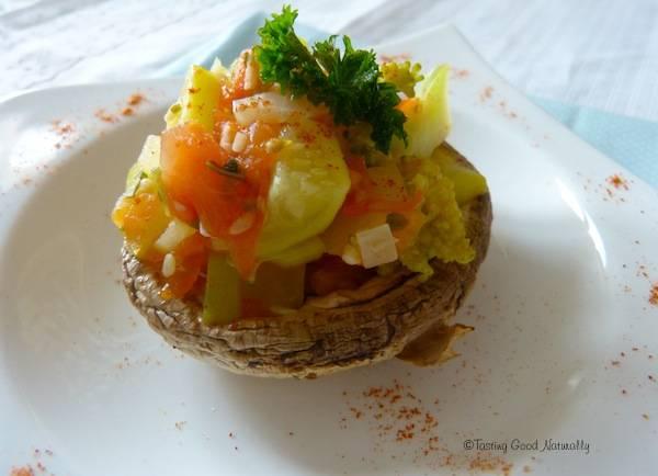 Champignons farcis aux courgettes, brocolis et à la coriandre – Vegan