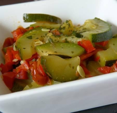 Courgettes aux poivrons et tomates séchées – Vegan