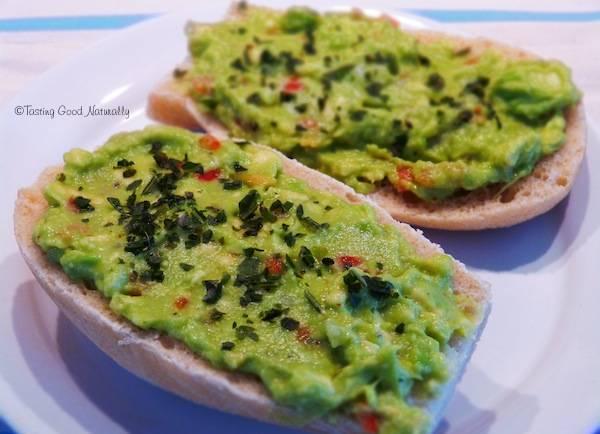 Tasting Good Naturally : Tartinade à l'avocat, piment doux et oignons nouveaux #vegan