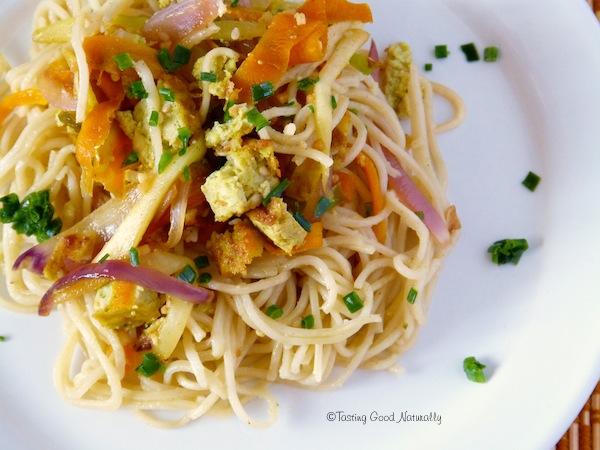 Nouilles chinoises aux légumes et tofu à l'ail des ours #vegan