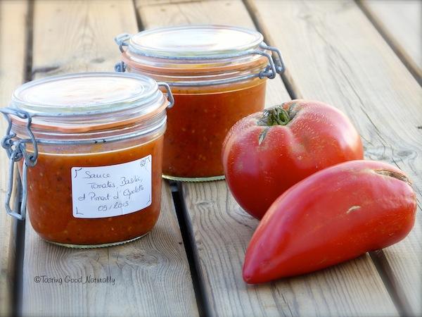 Tasting Good Naturally : Découvrez comment faire un Bocal de Sauce tomate, basilic et piment d'Espelette qui réchauffera vos soirées d'hiver. Pour en savoir plus, cliquez ici !  #vegan