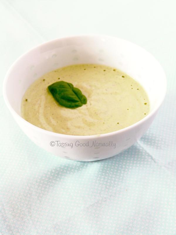 Tasting Good Naturally : Cette Crème de noix de cajou, basilic et citron (crue) #vegan est parfaite pour accompagner des légumes, des pâtes, du riz etc... Venez la découvrir ici :)