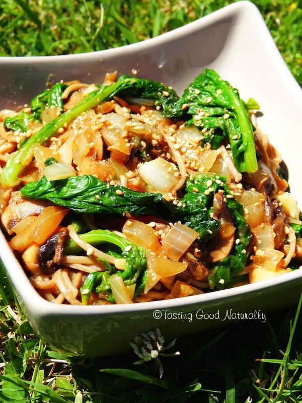 Tasting Good Naturally : Si vous aimez les épinards et les champignons, ce plat de Soba aux petits champignons et épinards #vegan est fait pour vous ! Vous venez voir ?