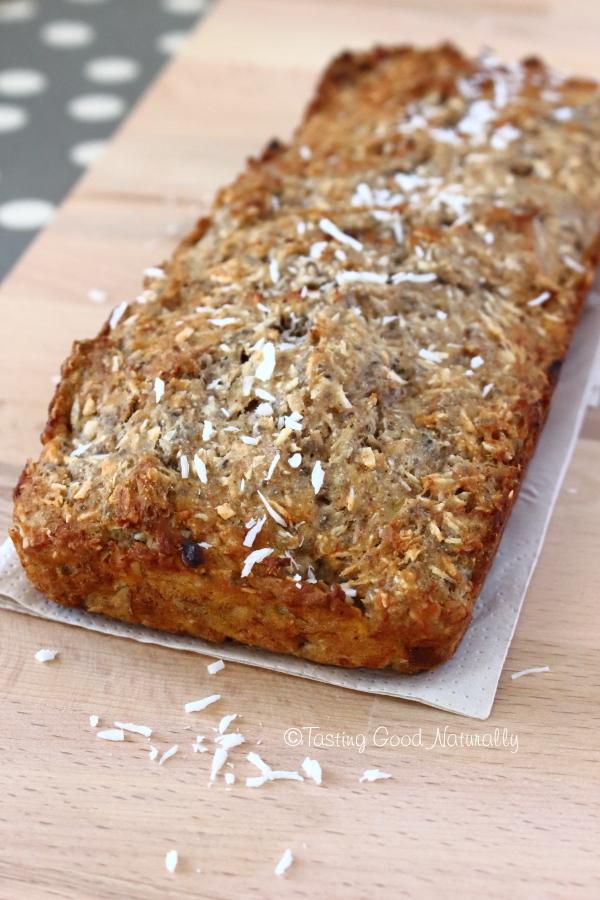 Tasting Good Naturally : Envie d'une gourmandise ? Ce Cake à la banane et à la noix de coco #vegan et sans gluten est absolument délicieux. Découvrez la recette végétalienne par ici !