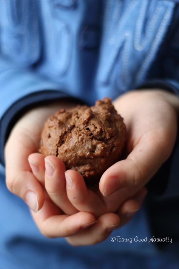 Tasting Good Naturally : Un Muffin au chocolat et pépites de cacao #vegan pour le goûter, ça vous dit ? Cliquez ici pour découvrir cette recette végétalienne !