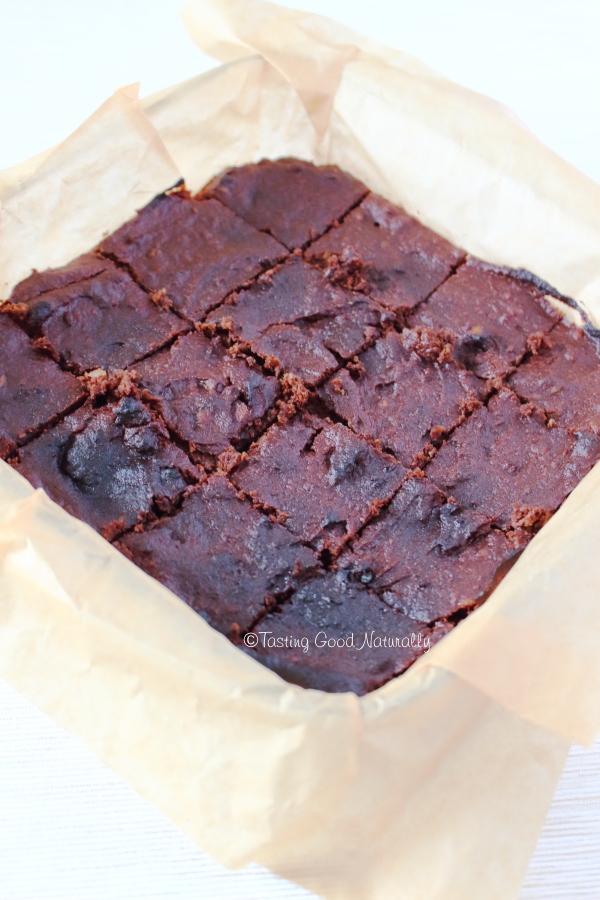 Tasting Good Naturally : Vous avez fait du lait végétal et vous ne savez pas quoi faire de la pulpe qui reste (l'okara) ? Venez découvrir ce délicieux Brownie chocolat banane à l'okara d'amandes #vegan