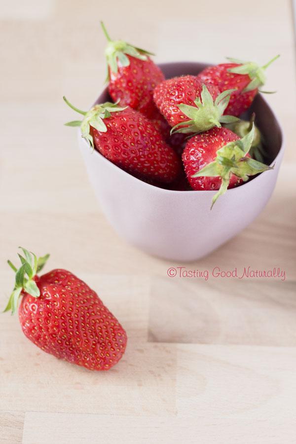 Tasting Good Naturally : Vous aimez les fraises et les myrtilles ? Alors ce dessert est pour vous. Venez goûter cette Crème aux fraises, myrtilles et aux graines de chia #vegan #cru