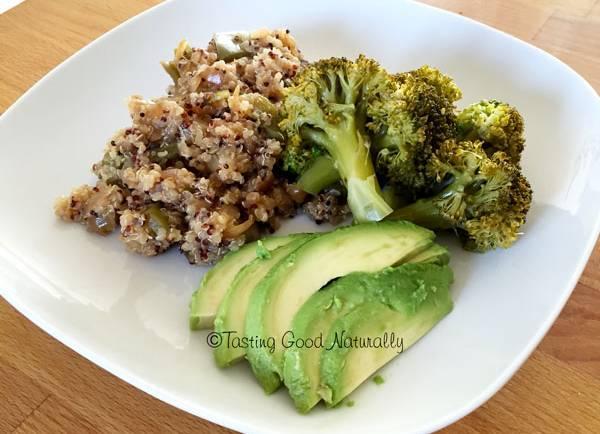 Quinoa aux petits légumes, brocolis vapeur et avocat #vegan