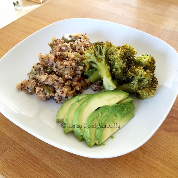 Tasting Good Naturally : Quinoa aux petits légumes, brocolis vapeur et avocat #vegan