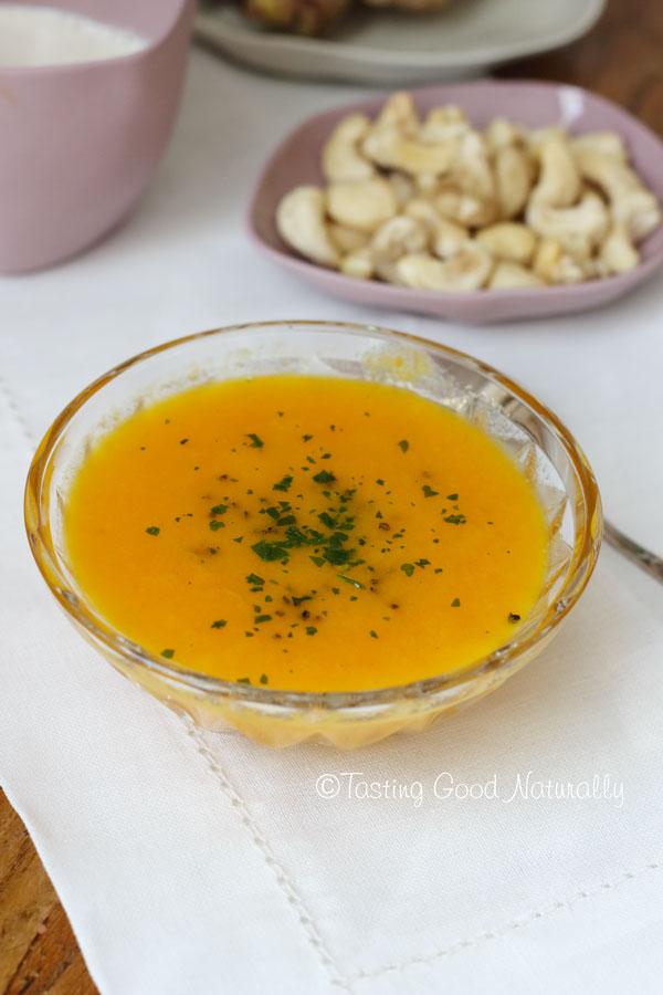 Tasting Good Naturally : Soupe aux carottes, gingembre et citron et sa crème aux noix de cajou #vegan