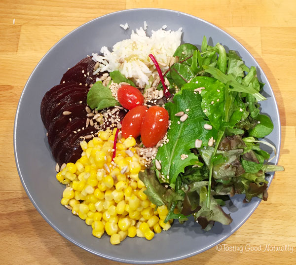 Tasting Good Naturally : Assiette composée riz, maïs, crudités, betterave #vegan