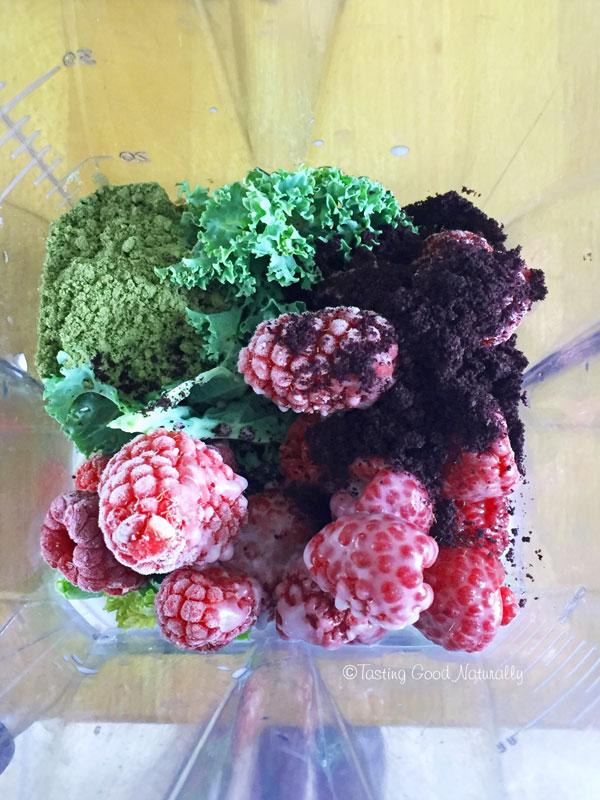 Tasting Good Naturally : Smoothie aux fruits rouges, kale, banane et protéines de chanvre #vegan