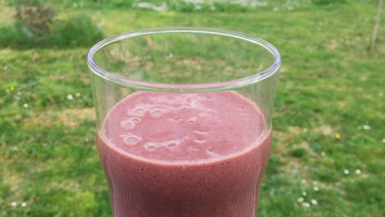 Smoothie aux fruits rouges, kale, banane et protéines de chanvre #vegan