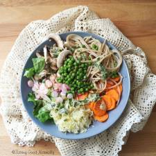 Tasting Good Naturally : Spaghettis de riz complet, petits pois et ses crudités #vegan #sansgluten