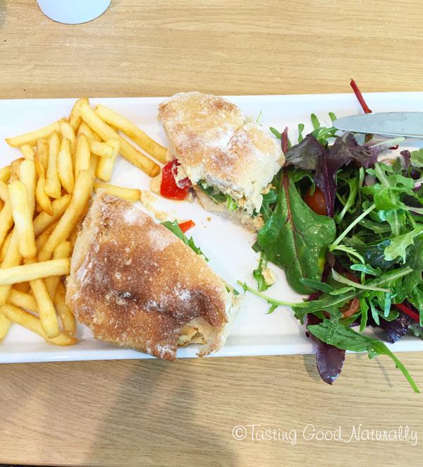 Tasting Good Naturally : Manger Vegan en Angleterre : Sandwich vegan houmous poivron rôtis #vegan
