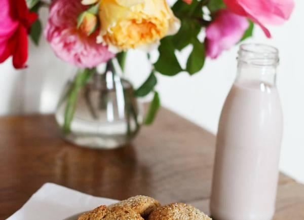 Tasting Good Naturally : Aujourd'hui, je reçois sur le blog Amélie du blog Devenir Végétarien qui nous explique tout sur les laits végétaux et leur intérêt pour la santé.