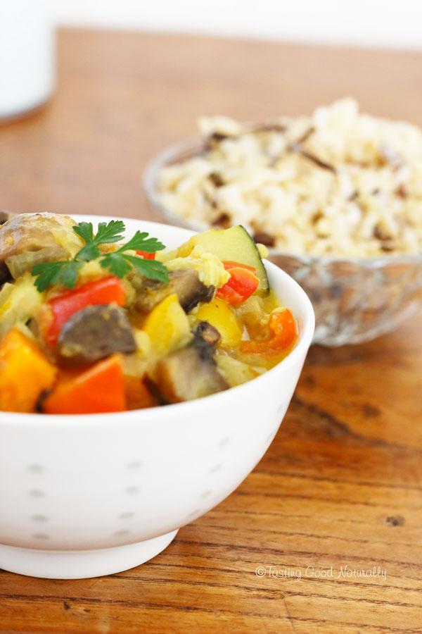 Tasting Good Naturally : Besoin de vous réchauffer avec les derniers légumes d'été ? Venez vite découvrir mon Curry de Légumes d'été et champignons #vegan, en cliquant ici !