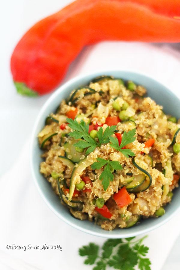 Tasting Good Naturally : On termine aujourd'hui les derniers légumes de l'été. Venez découvrir une délicieuse assiette de quinoa aux légumes d'été #vegan !