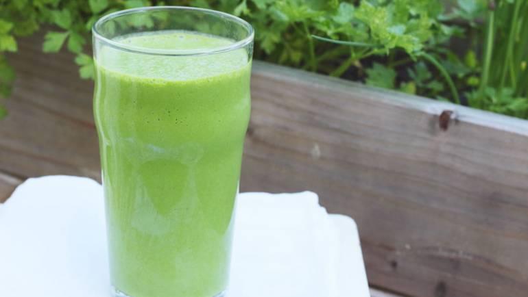 Tasting Good Naturally : Vous ne savez pas quoi manger / boire avant de faire du sport ? Peut-être que ce smoothie banane Epinards et flocons d'avoine vous conviendra autant qu'à moi ! C'est par ici !