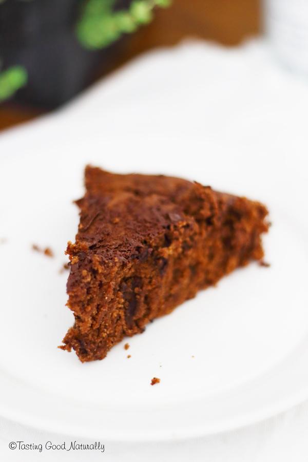 Tasting Good Naturally : Vous cherchez un gâteau au chocolat vegan hyper simple et rapide à faire, idéal pour un anniversaire ? Venez tester celui-ci, c'est par ici !