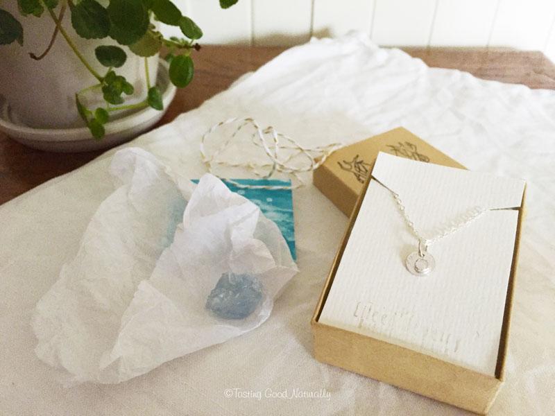 Tasting Good Naturally : Aujourd'hui, je partage avec vous 2 coups de coeur Beauté et Bijou que j'ai eu en novembre : la Green Pochette d'Audrey et la mini box d'hiver d'Eileen & Sam.