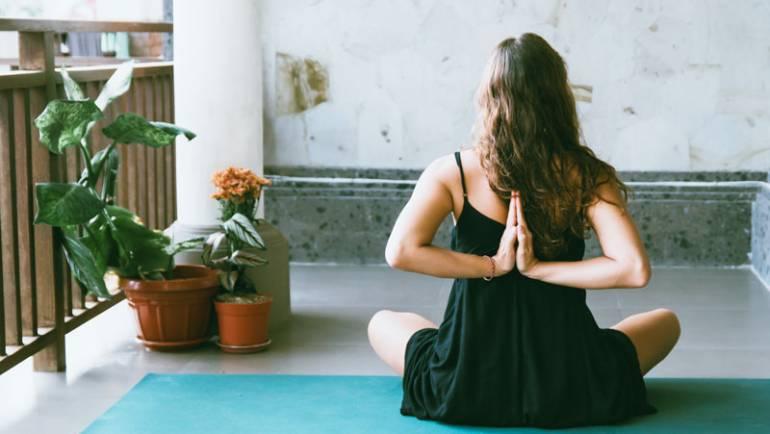Intérêt de pratiquer le yoga à la maison