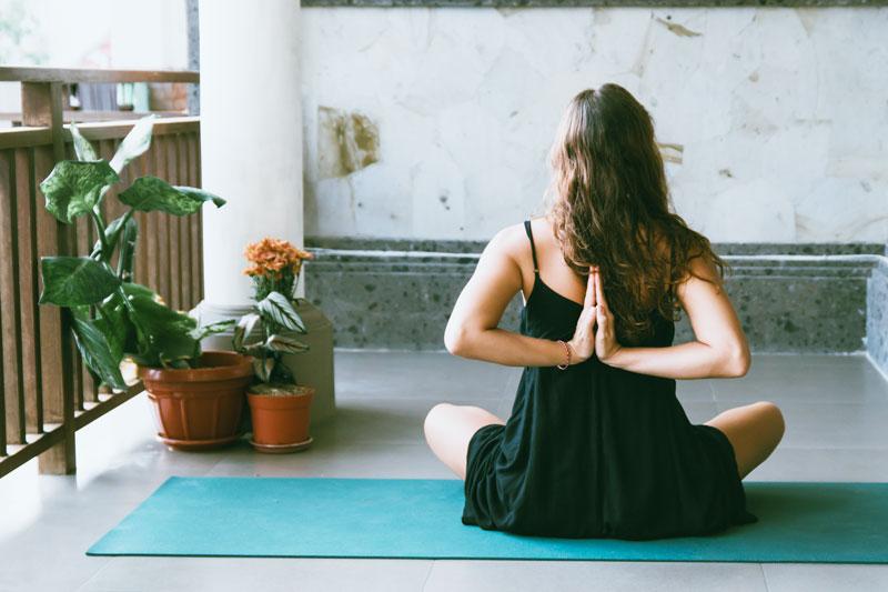 int r t de pratiquer le yoga la maison h l ne lamon naturopathe. Black Bedroom Furniture Sets. Home Design Ideas