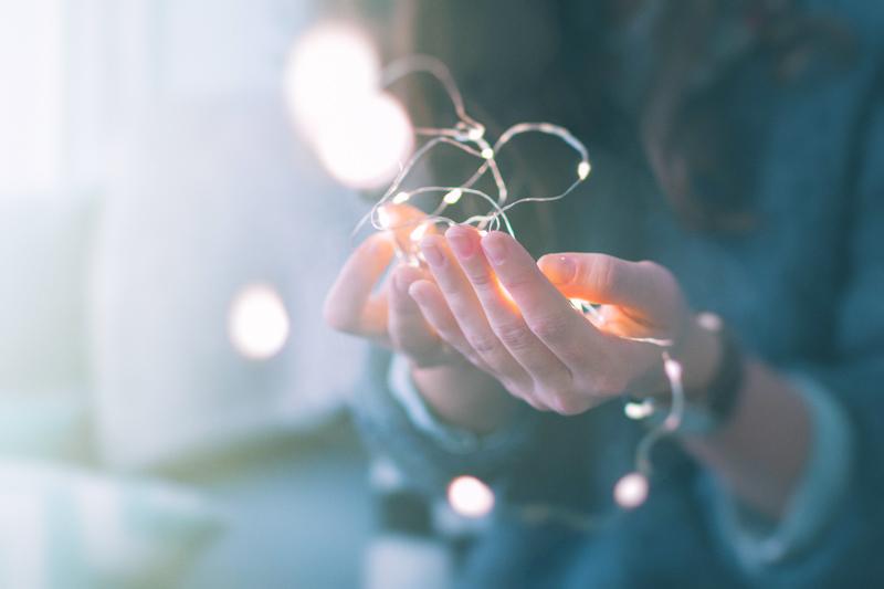 Hélène TURNER - Naturopathe : Prenez le temps de vous reconnecter à vous, à votre lumière avec cette méditation Ancrage et Lumière.